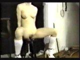 Engodage et torture des seins avec des aiguilles