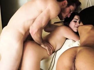 Bondage et dildo pour ces 2 filles