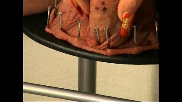 Torture d'un soumis mûr par une domina mature