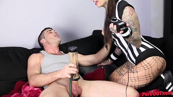 Le jeune homme, la Maitresse et la pompe à penis