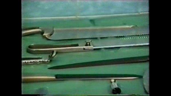 La torture d'une soumise dans une salle chirurgicale.