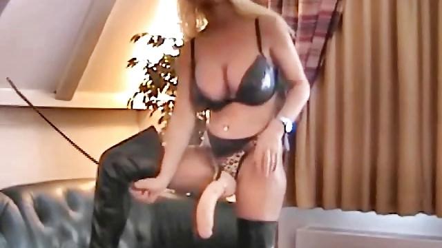Lisa berlin fait lecherpuis sodomise son slave.