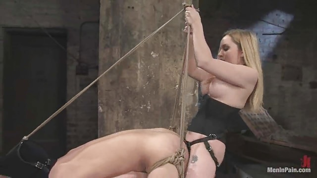 Séance BDSM entre une Domina et son soumis