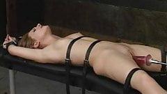 Jolie soumise attachée et pénétrée