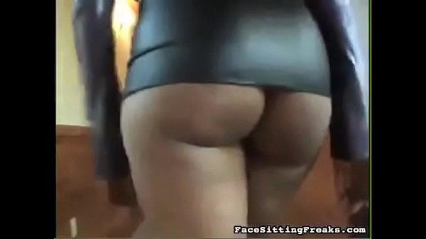 Feestsiting a Maîtresse black à son soumis